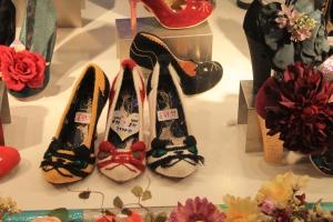 """Essa é a mais diferente loja de sapatos que já vi por aki, seu nome é """" Irregular choice"""" e vcs podem entrar no site para ver um pouco mais, eu realmente recomendo a visita."""