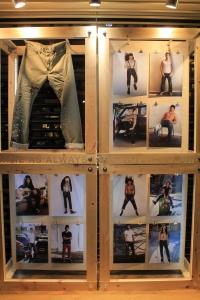 Levi's que com certeza não podia estar de fora da rua mais rock and roll, ate porque jeans sempre foi sinônimo de rebeldia e rebeldia é sinônimo de Rock and Roll! Yeahhh